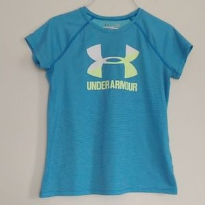 Under Armour heat gear loose shirt size YLG